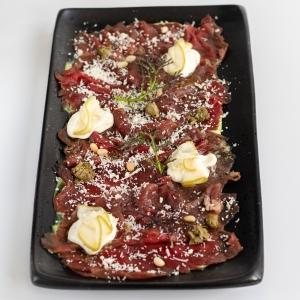 Карпачо  яловичини з трюфельним соусом