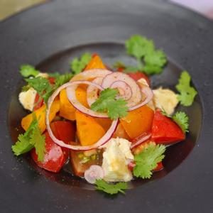 Салат з моцарелою та міксом томатів