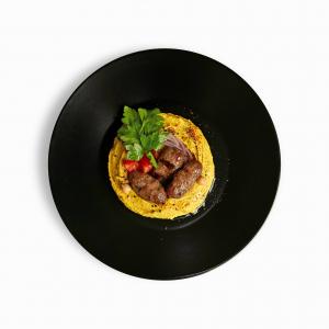 Хумус з міні кебабом