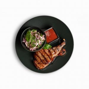 Чалогач в соєво-імбирному соусі з салатом коул-слоу