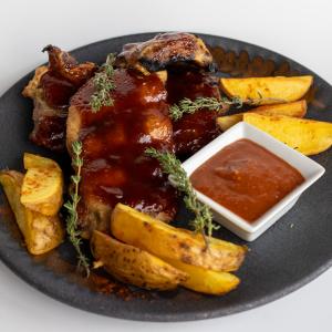 Ребра свинні з запеченою картоплею