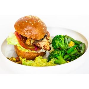 Фішбургер подаємо з зеленими овочами та гуакамоле (400 гр)