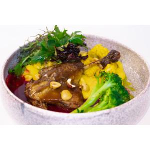 Качина ніжка конфі, подаємо з полентою зі свіжої кукурудзи та вишневим соусом (430гр)