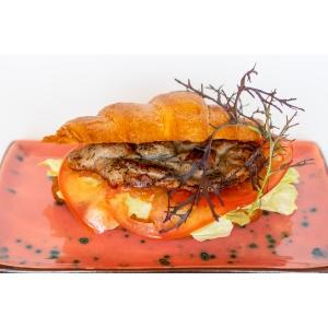 Круасан зі стейком свинини (280 гр)