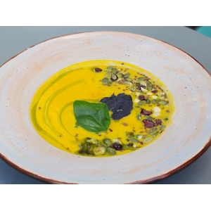 Ніжний та пряний гарбузовий крем-суп з міксом насіння